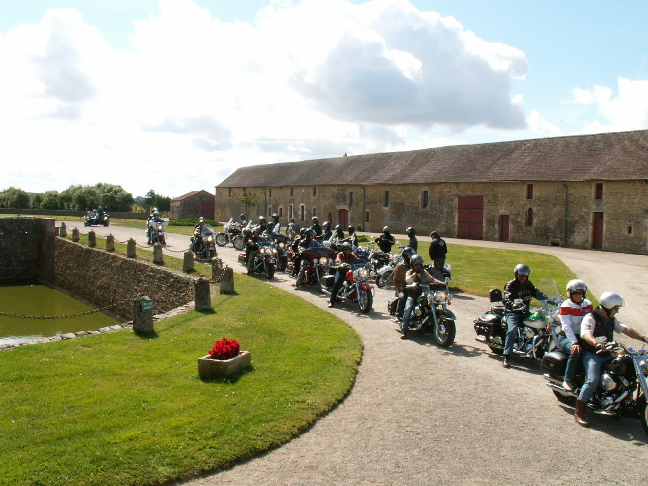 13/18 - Rallye Motos Harley-Davidson - Château de Saveilles ©photo-propriétaire