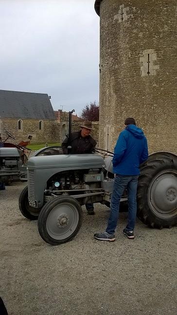 10/12 - Tracteurs rétro Nord Charente - Château de Saveilles ©photo-propriétaire