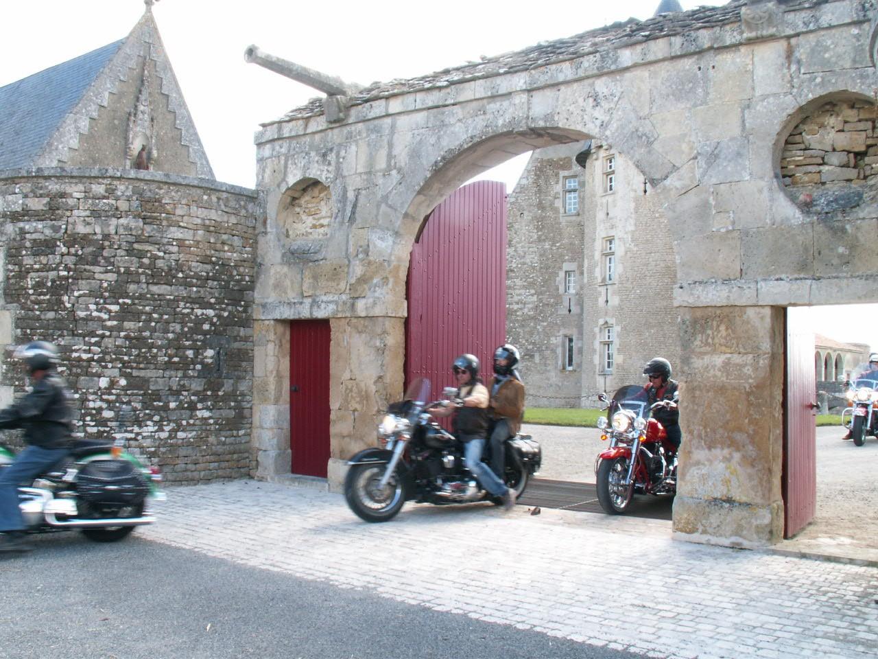 16/18 - Rallye Motos Harley-Davidson - Château de Saveilles ©photo-propriétaire