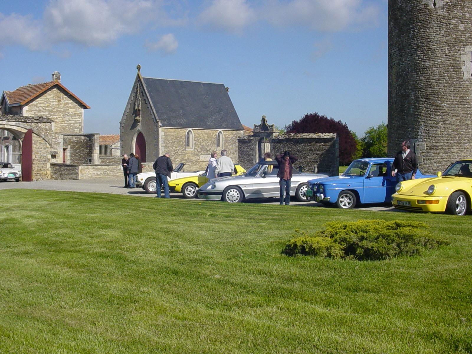 """3/16 - 5ème randonnée - Véhicules de collection - """"Autour des châteaux"""" - Château de Saveilles ©photo-propriétaire"""