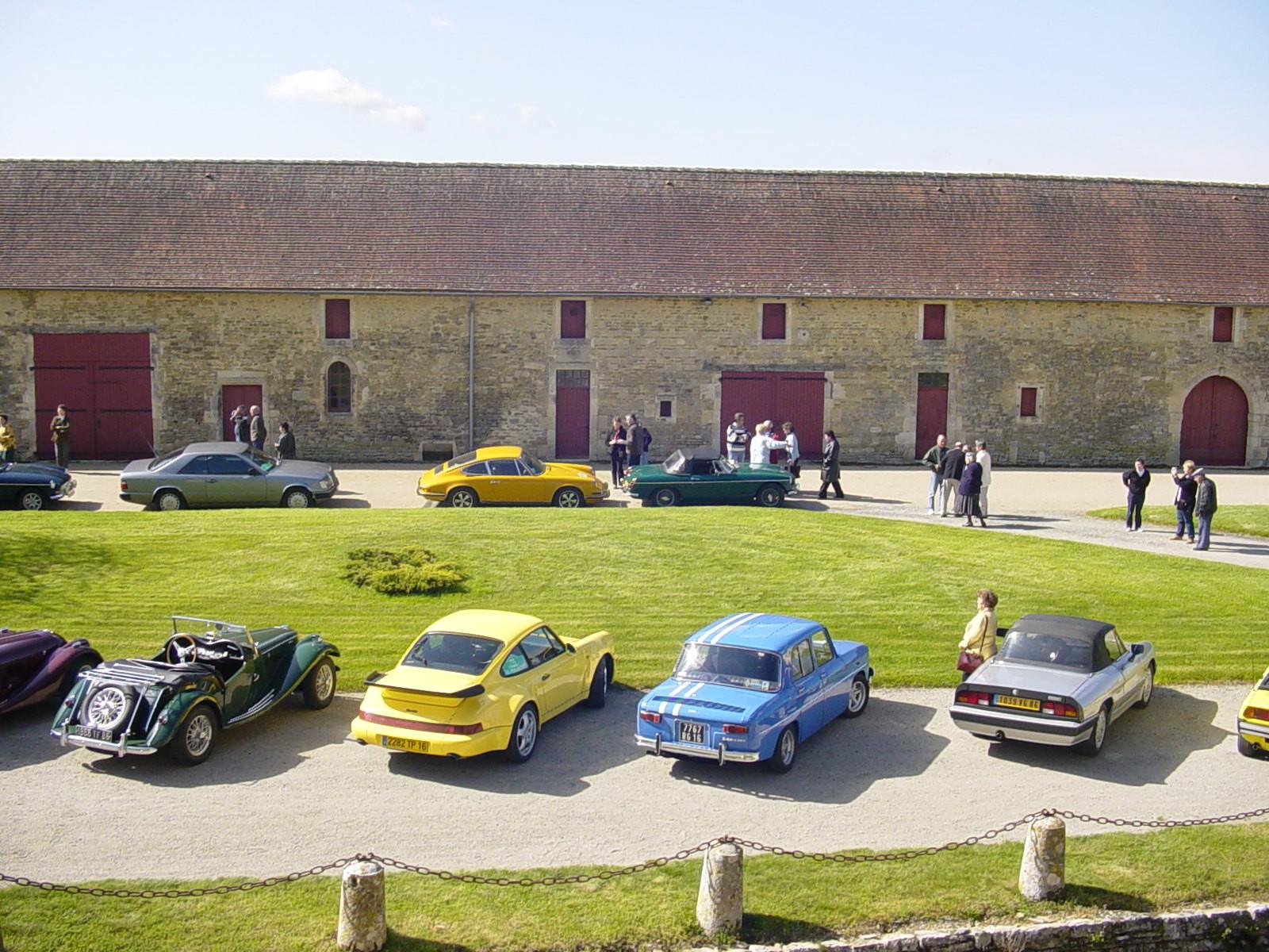 """9/16 - 5ème randonnée - Véhicules de collection - """"Autour des châteaux"""" - Château de Saveilles ©photo-propriétaire"""
