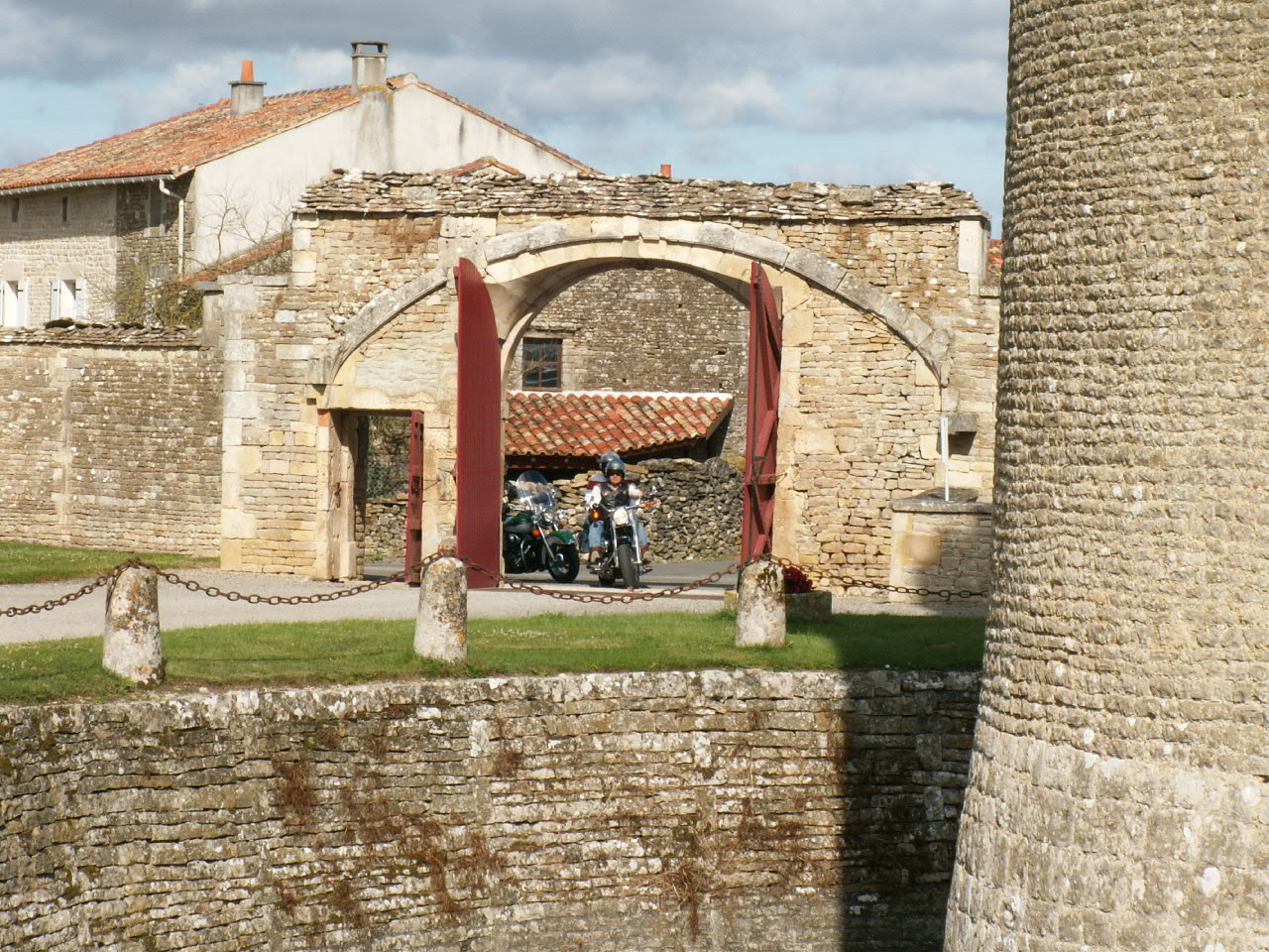 2/18 - Rallye Motos Harley-Davidson - Château de Saveilles ©photo-propriétaire