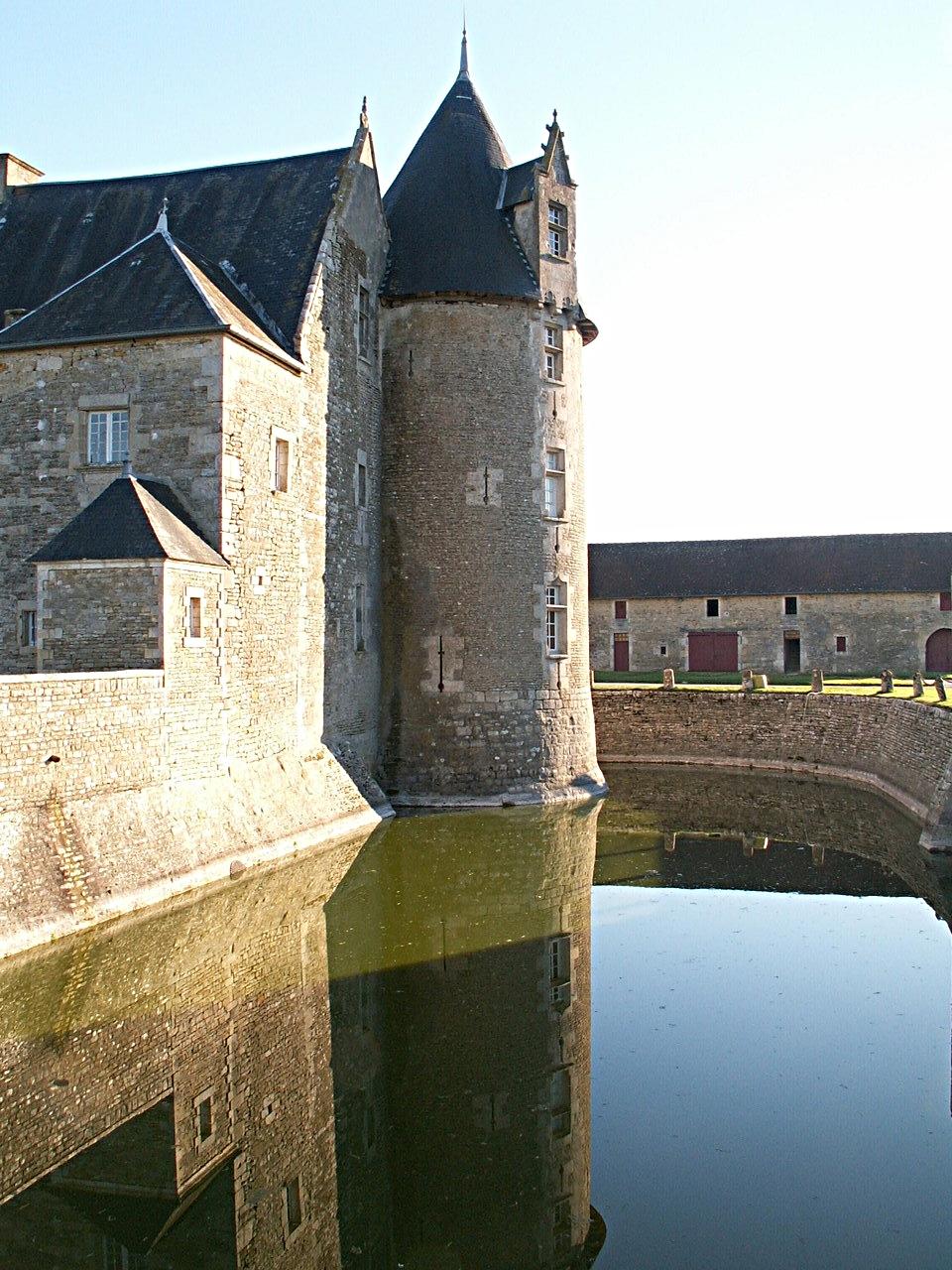 10/39 - Château de Saveilles © photo - propriétaire