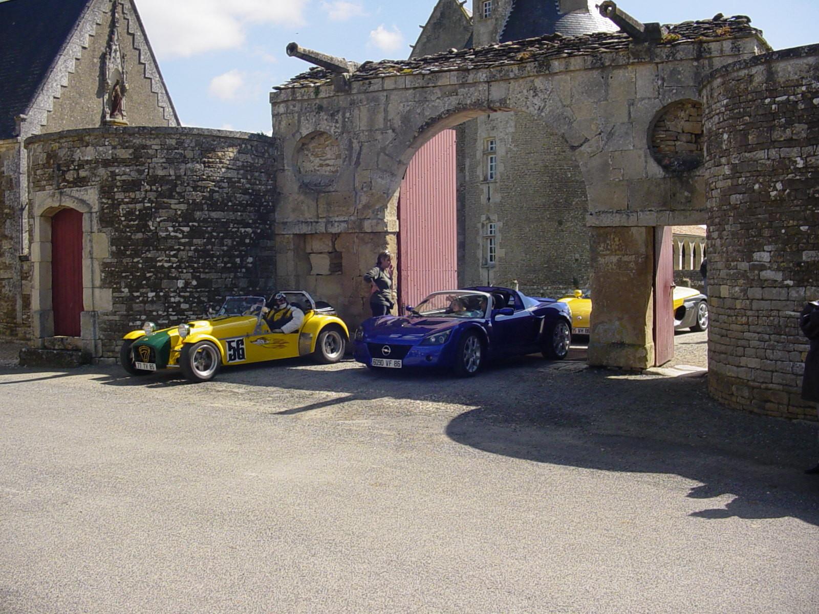 """16/16 - 5ème randonnée - Véhicules de collection - """"Autour des châteaux"""" - Château de Saveilles ©photo-propriétaire"""