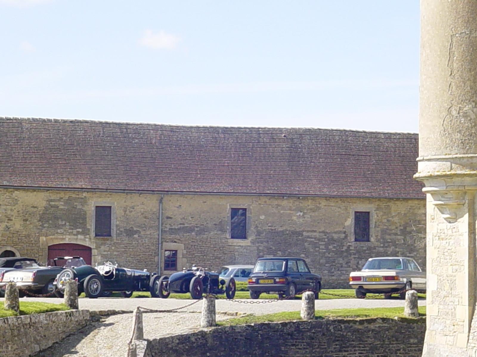 """10/16 - 5ème randonnée - Véhicules de collection - """"Autour des châteaux"""" - Château de Saveilles ©photo-propriétaire"""