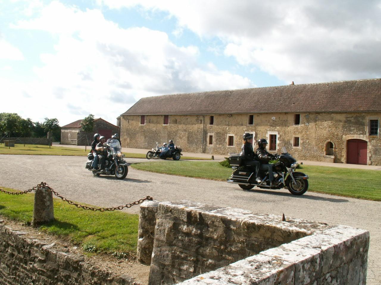 6/18 - Rallye Motos Harley-Davidson - Château de Saveilles ©photo-propriétaire