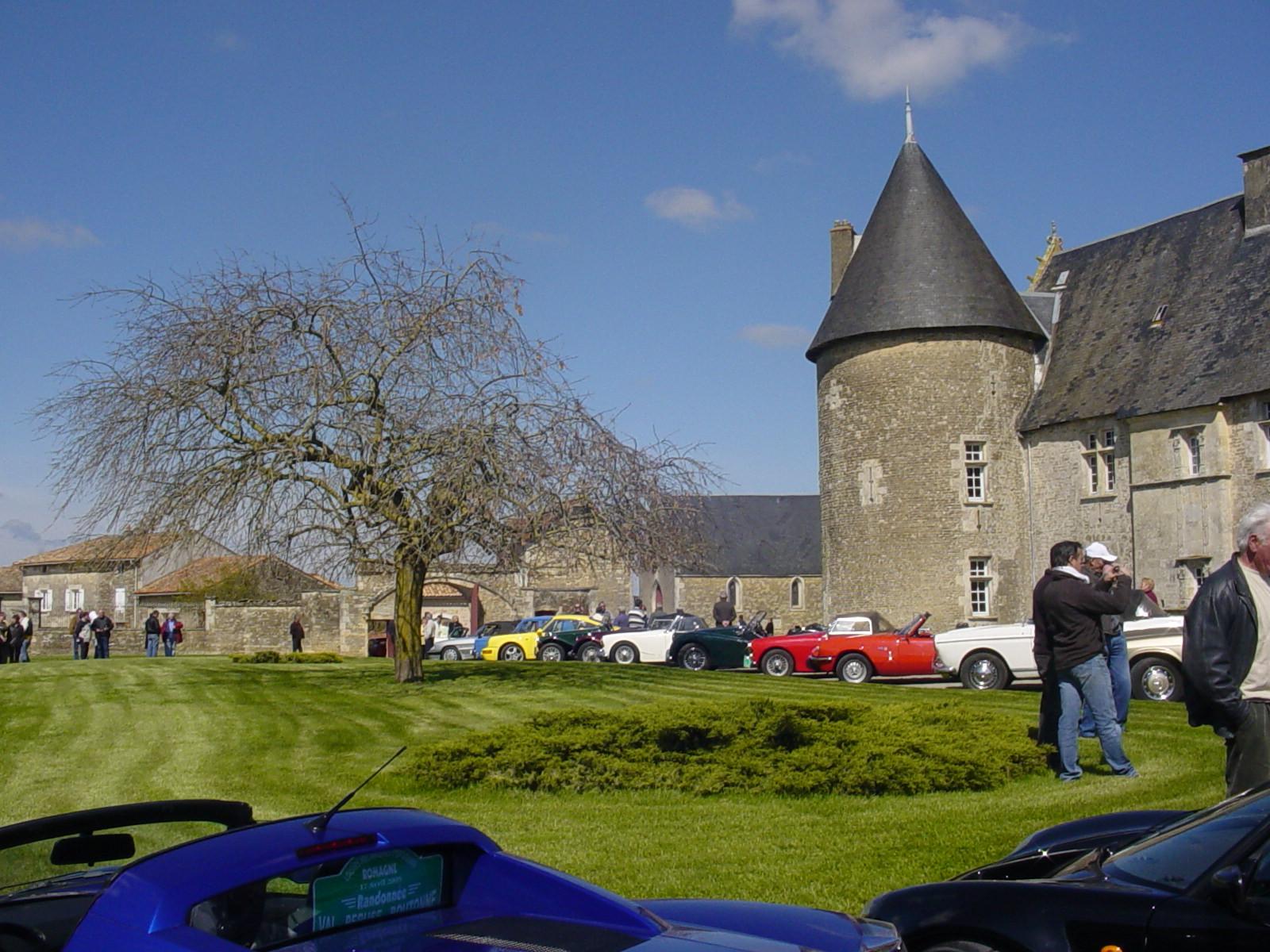 """11/16 - 5ème randonnée - Véhicules de collection - """"Autour des châteaux"""" - Château de Saveilles ©photo-propriétaire"""