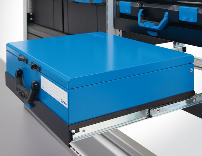 Kofferschub. Belastbarkeit bis 25 kg. Ermöglicht das sichere Verstauen aller Sortimo Koffer und BOXXen. Praktische Vollauszugsfunktion für schnellen Zugriff. Verriegelt automatisch beim Einschieben. Einhandbedienung