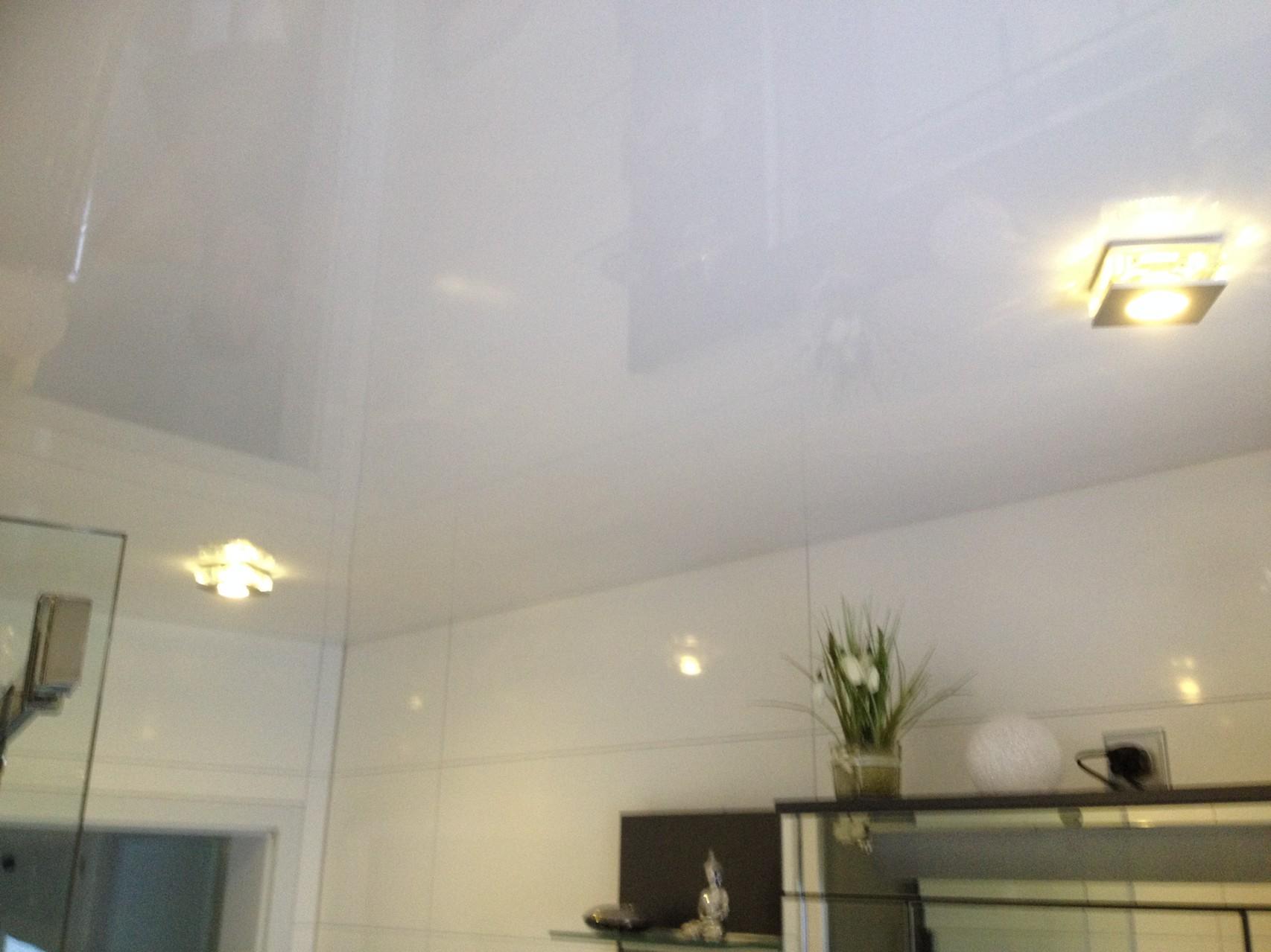 Spanndecke weiß glänzend Badezimmer Unna