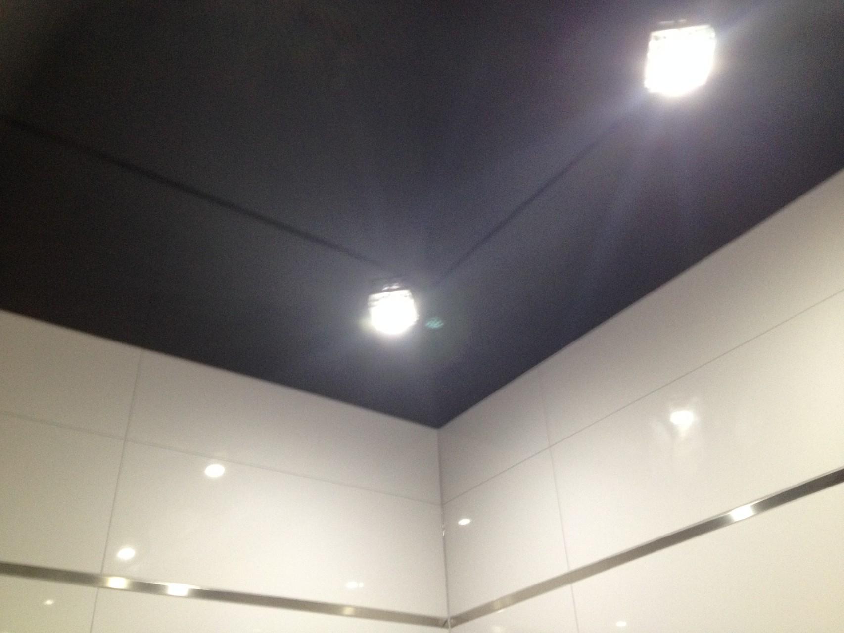 Spanndecke schwarz glänzend Badezimmer ETW Dortmund