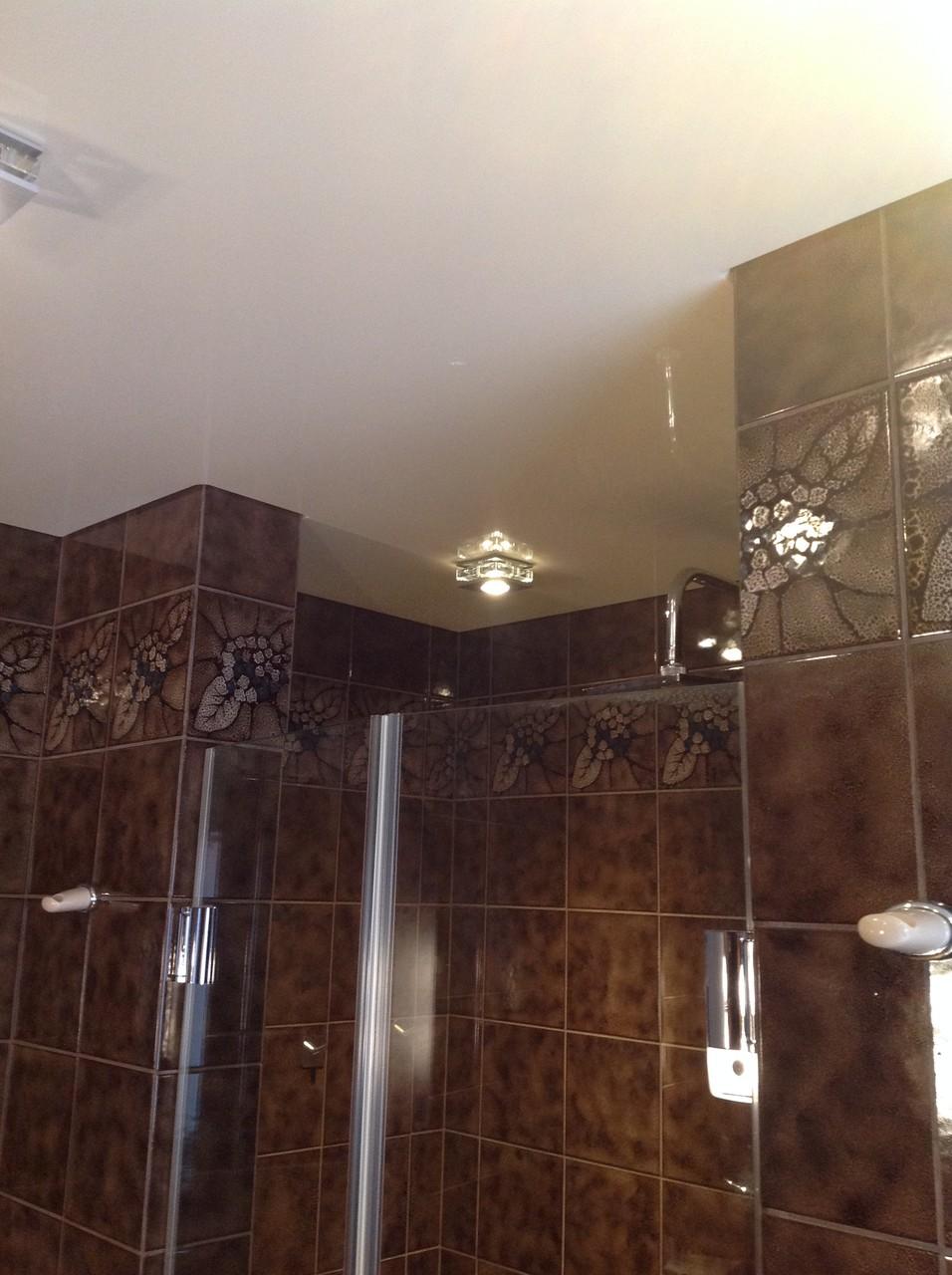 Spanndecke vanille glänzend Badezimmer Unna