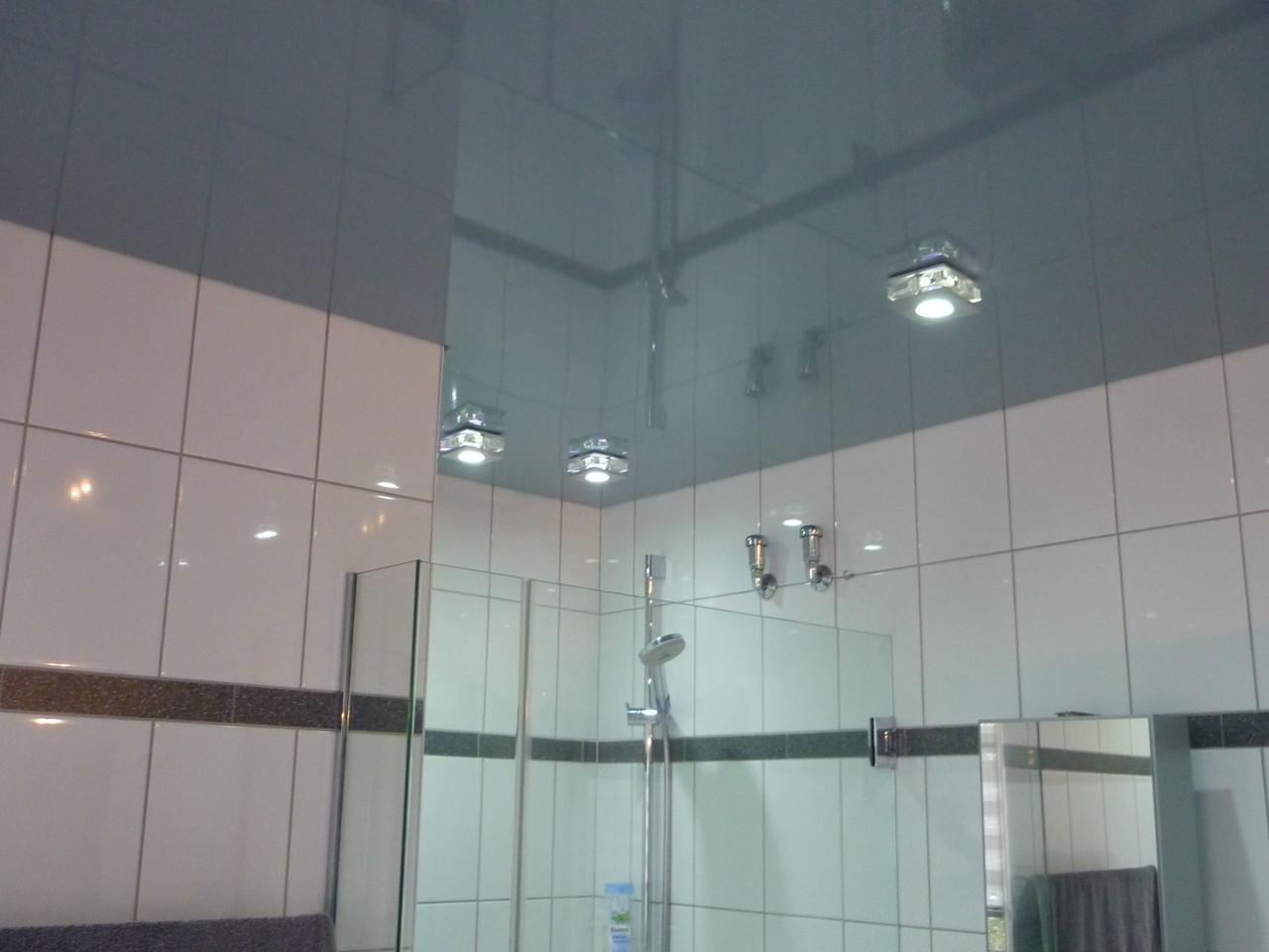 Spanndecke Grau glänzend Badezimmer Iserlohn