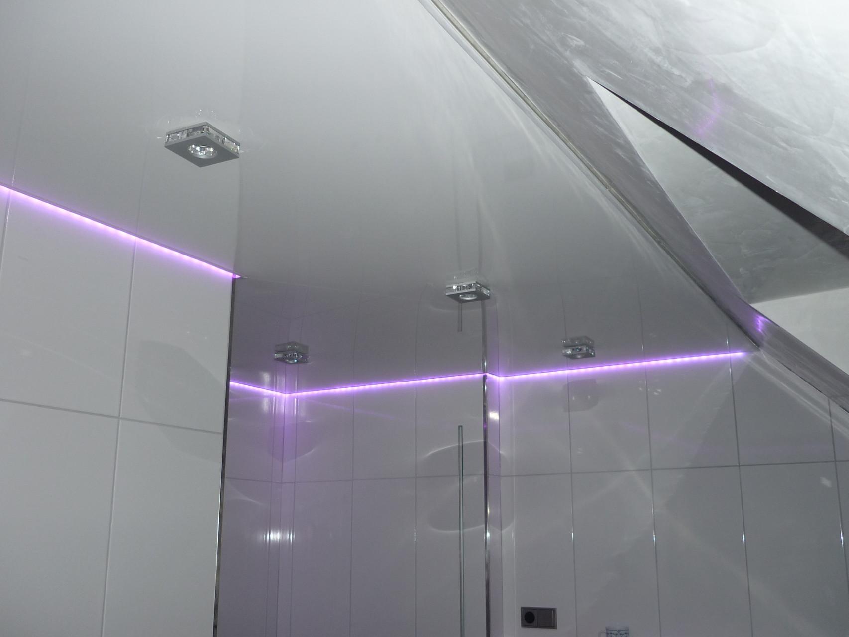 Spanndecke Weiß glänzend Iserlohn Badezimmer