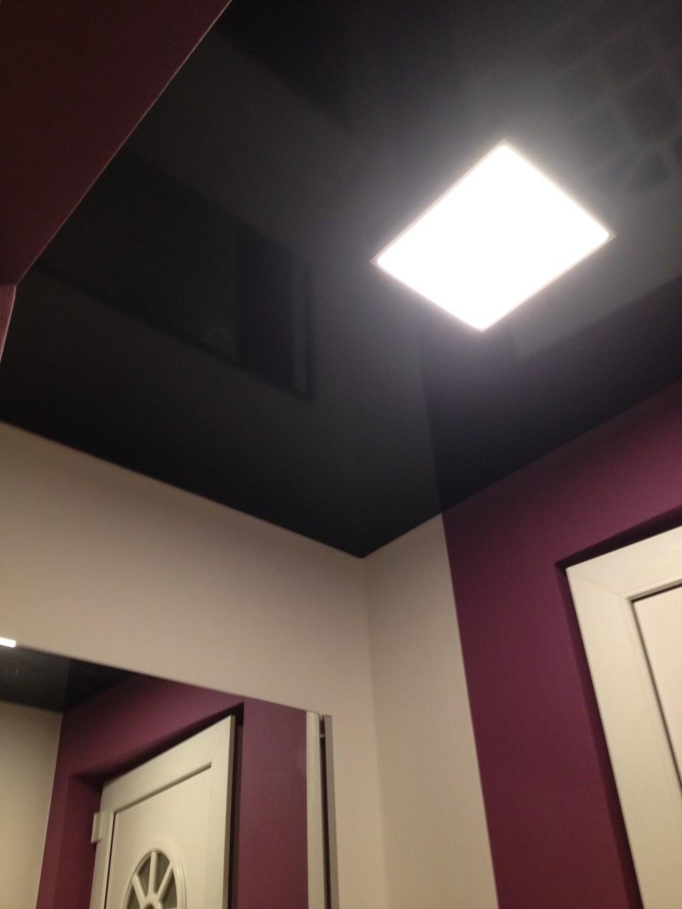 Spanndecke mit Deckenlampe schwarz glänzend Flur Einfamilienhaus Unna