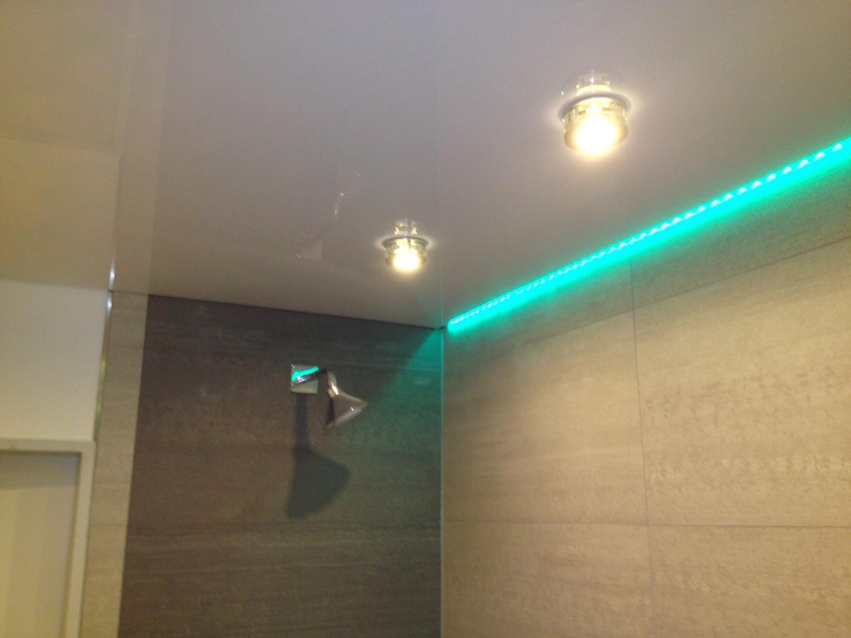 Spanndecke weiß glänzend Badezimmer Hagen