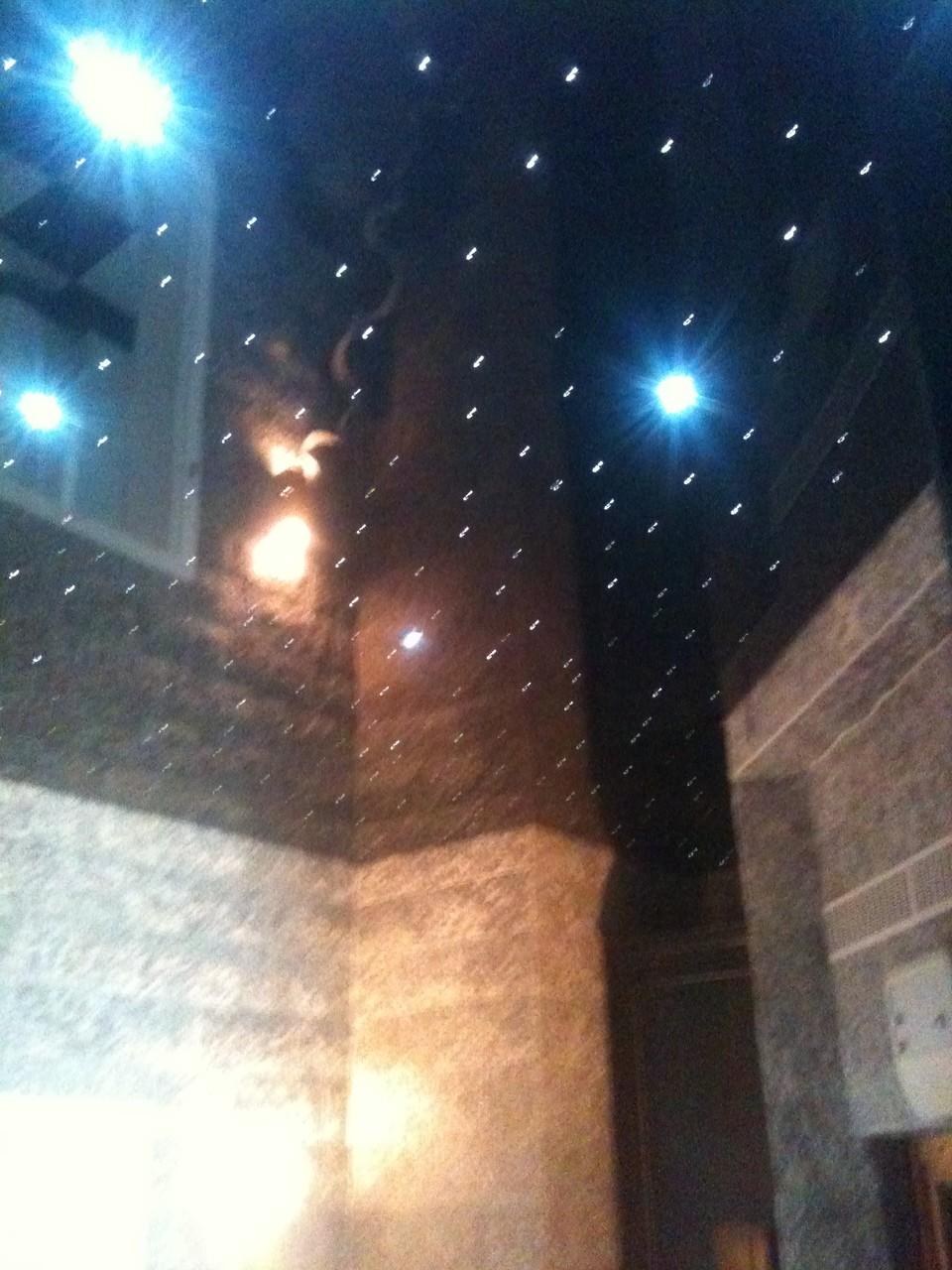 Spanndecke schwarz mit Sternenhimmel Badezimmer Unna