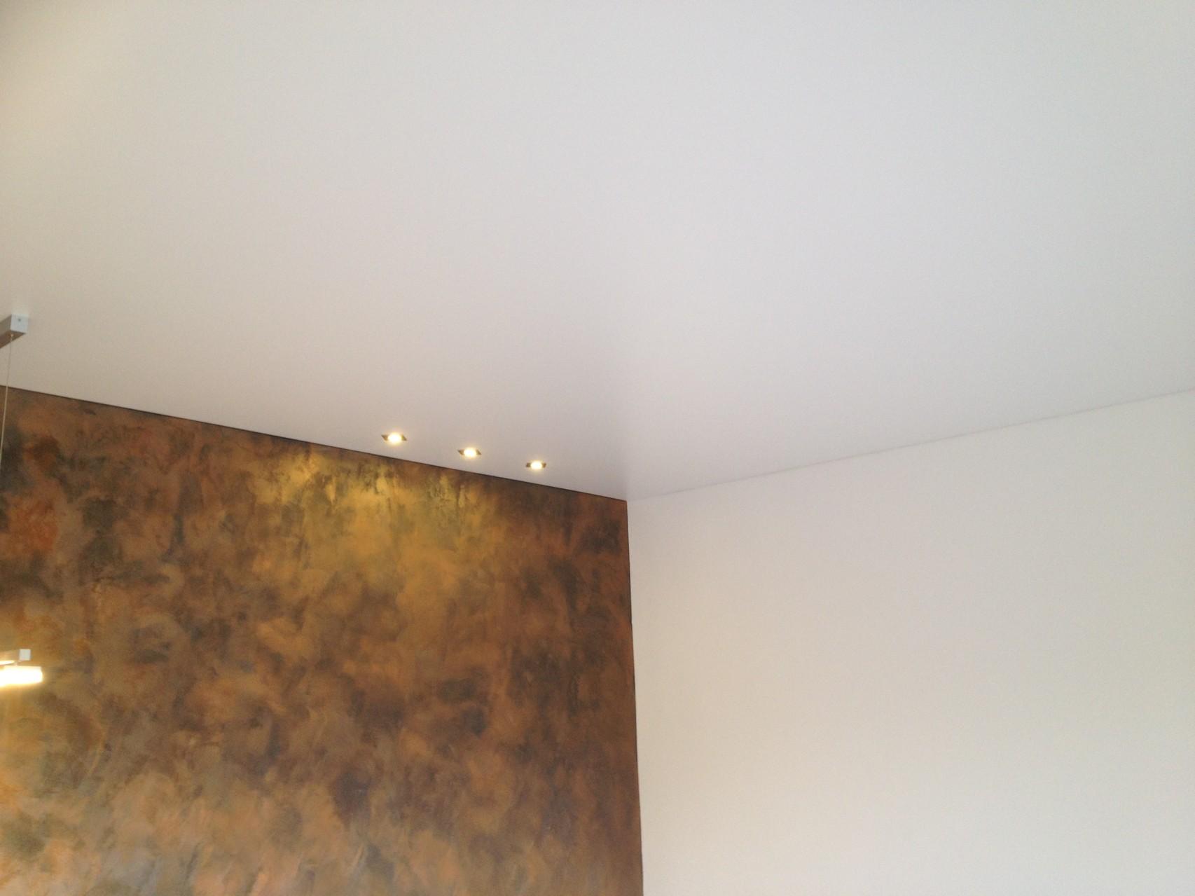 Spanndecke weiß satin Wohnzimmer ETW Dortmund
