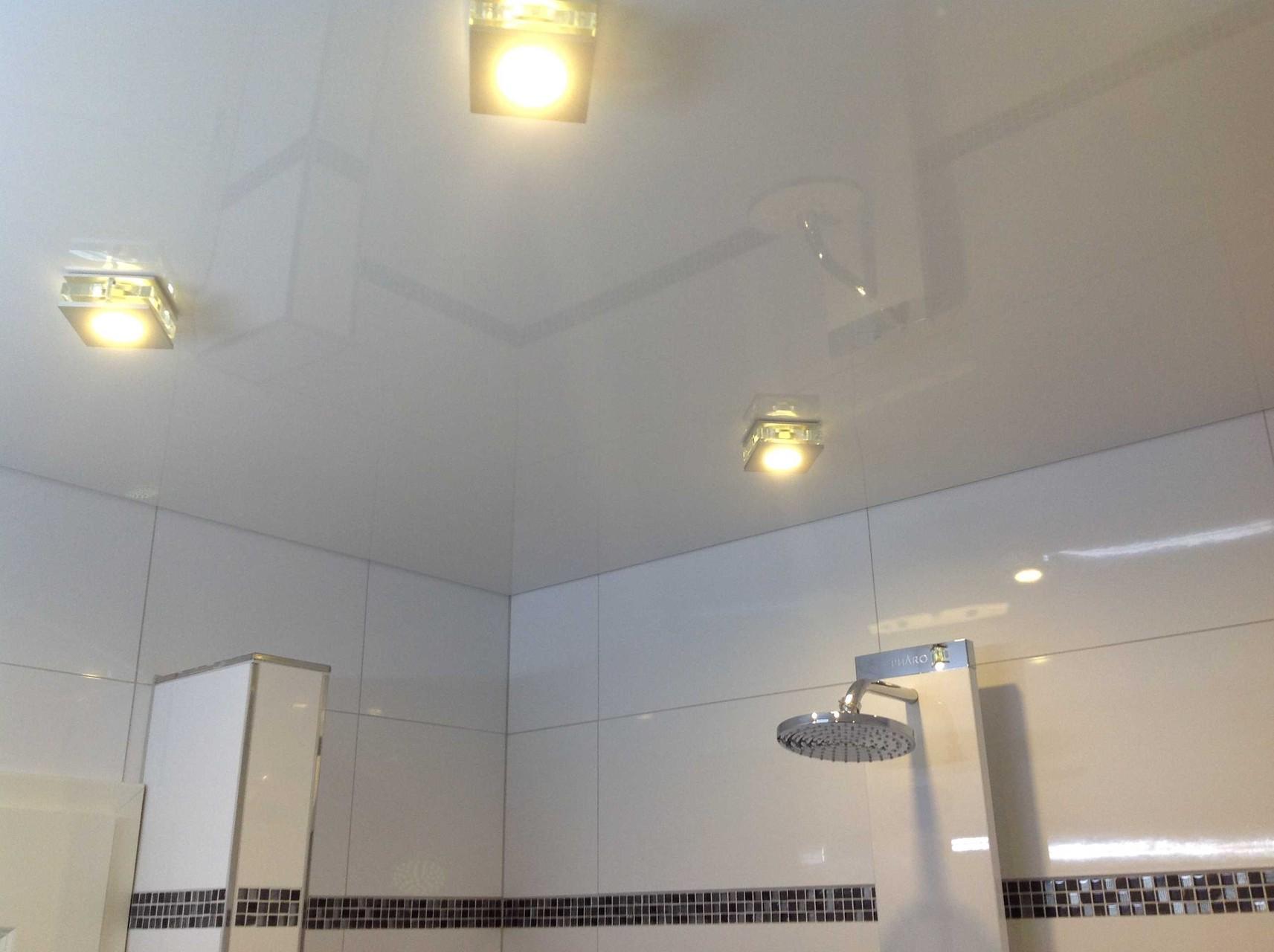 Spanndecke weiß glänzend Duschbad Dortmund