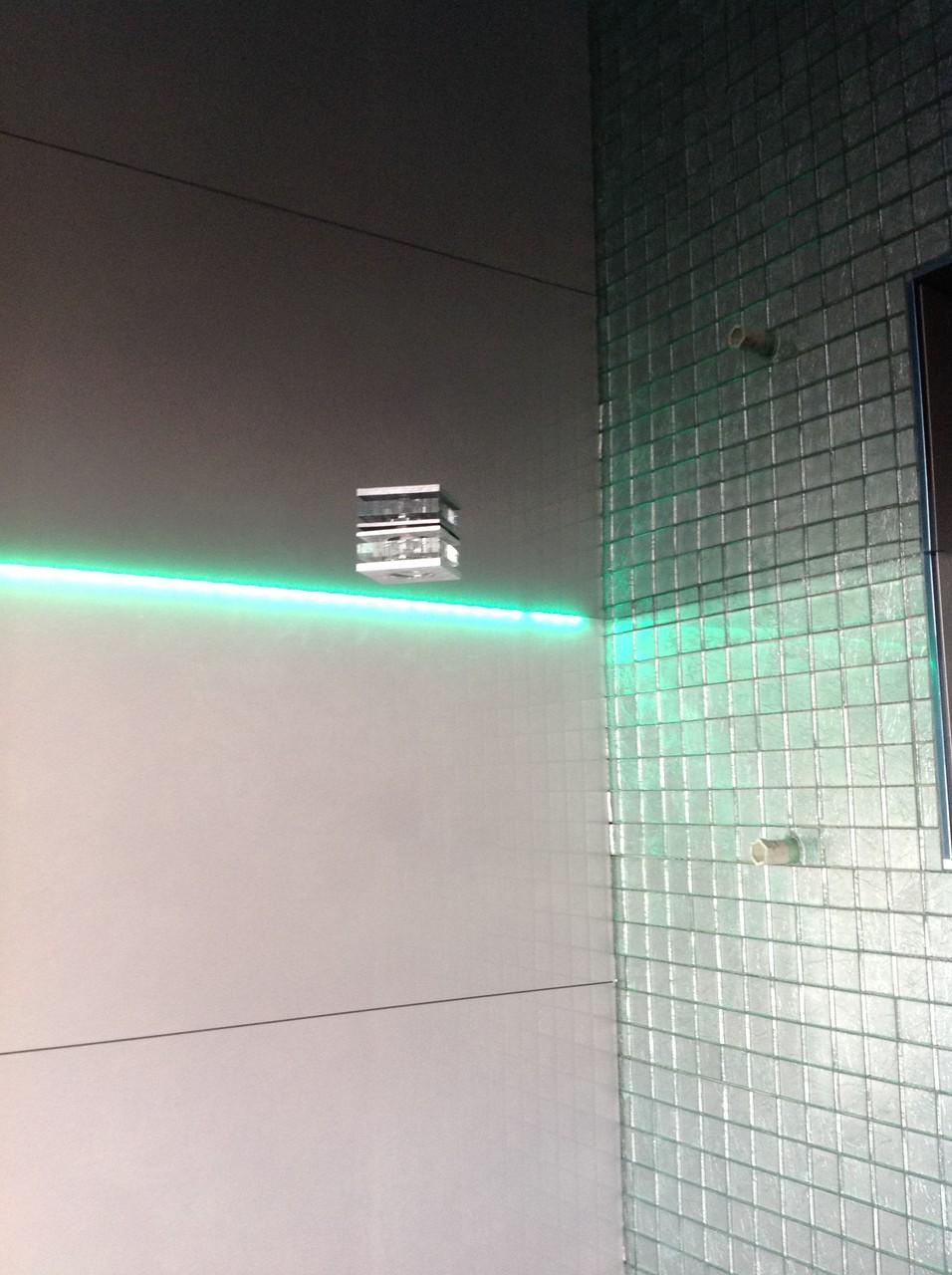 Spanndecke schwarz glänzend Badezimmer Unna