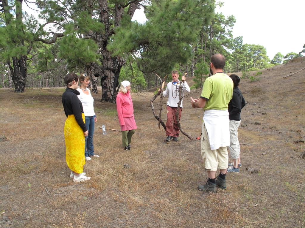 Verabschiedung  Visionssucheteilnehmer in den Wald oder die Lavawüste