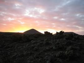 Sonnenaufgang einer Teilnehmerin nach 3 Tagen alleine in der Lavawüste