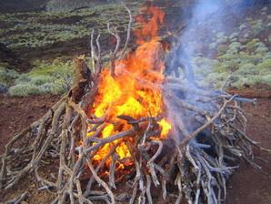 Feuerritual in der Lavawüste