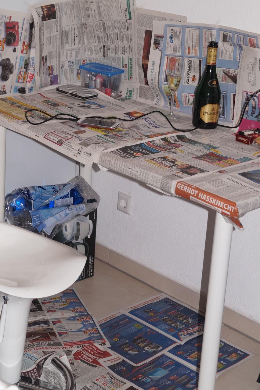 """""""Müssen wir was für Dich vorbereiten?"""" - """"Ja, wenns geht den Tisch bisschen mit Zeitungspapier auslegen"""" Ich liebe meine Kunden! :-) , Bietigheim, 31.10.14 © bodyART Galerie"""