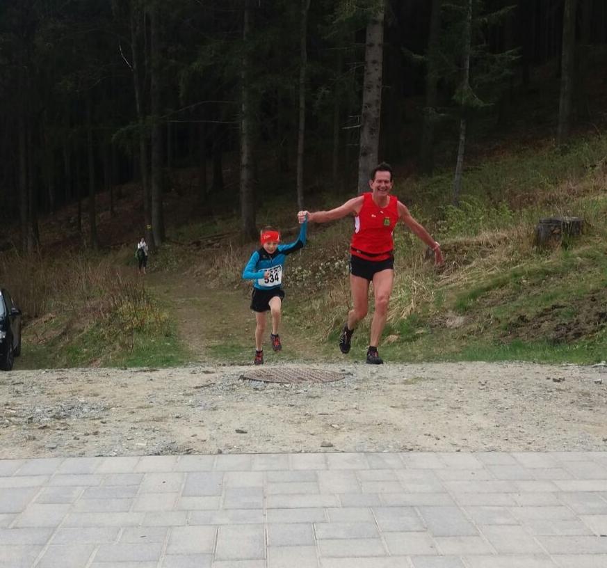 Flu, läuft gemeinsam mit dem 8-jährigen Felix Eberl als Gesamt 12 (!!!) ins Ziel. Ein Wahninn!!