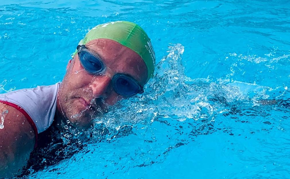 Leander beim Schwimmen.. nicht gerade die beste Disziplin
