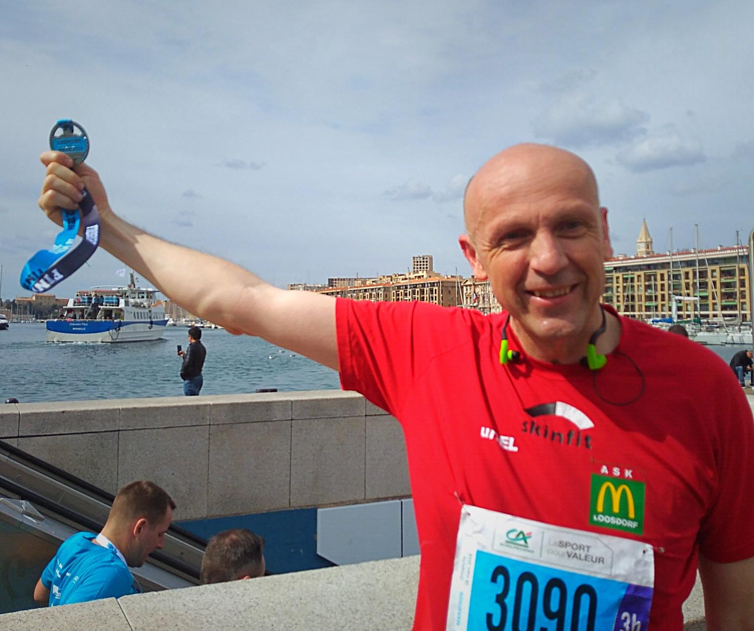 Finisher Medaille: Wolfgang wieder unter 4 Stunden. Gratulation!