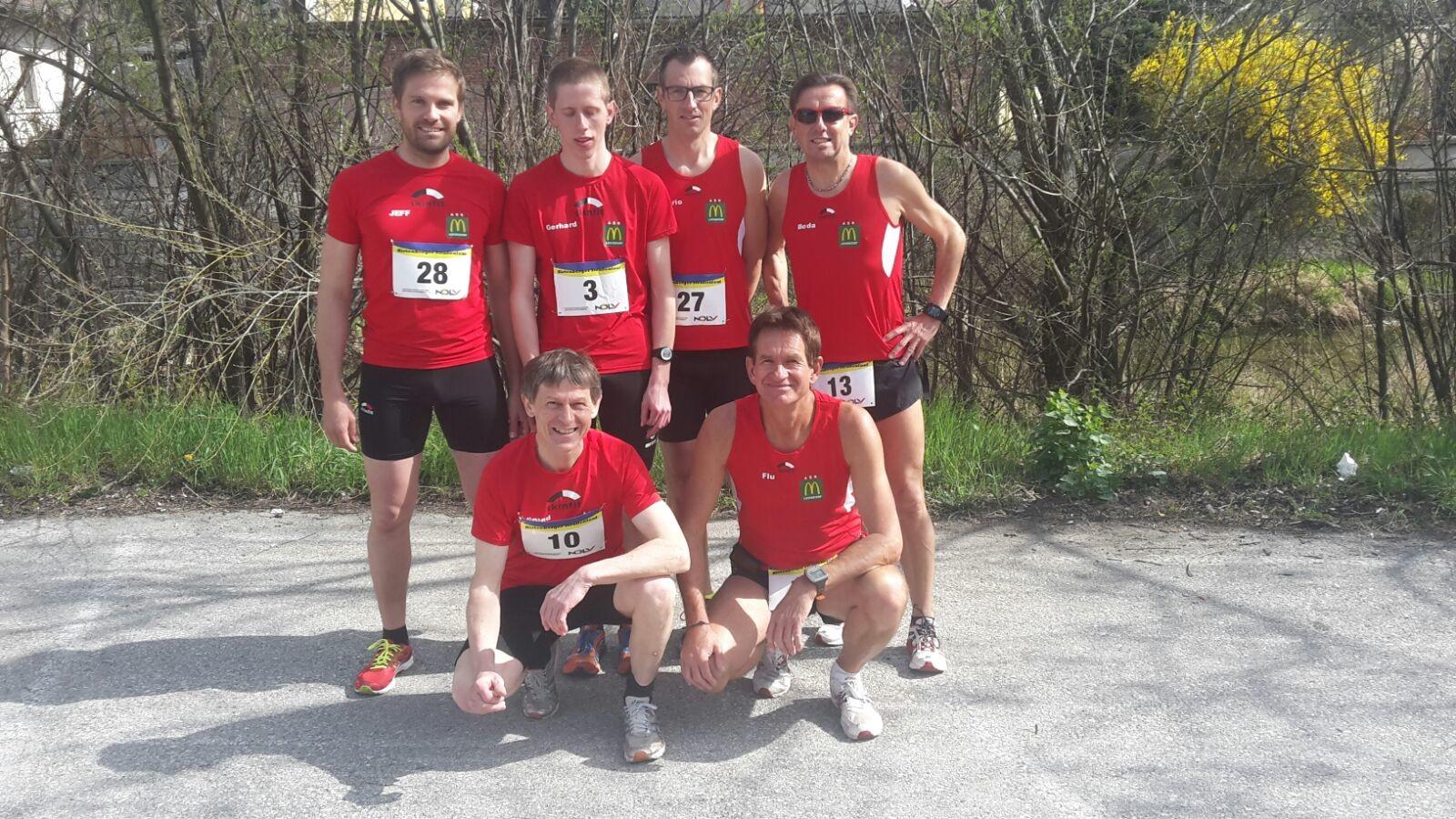 Unser Team: (hinten vlnr: Josef, Gerhard, Mario, Herbert, Ferdinand, Ernst