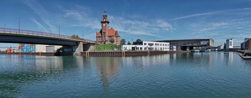 Altes Hafenamt, Dortmund mit Stadthafen 05/2015