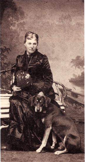 ファニーと犬 1890 ファニー最後の姿(実際に犬を買っていたのかどうかは不明)