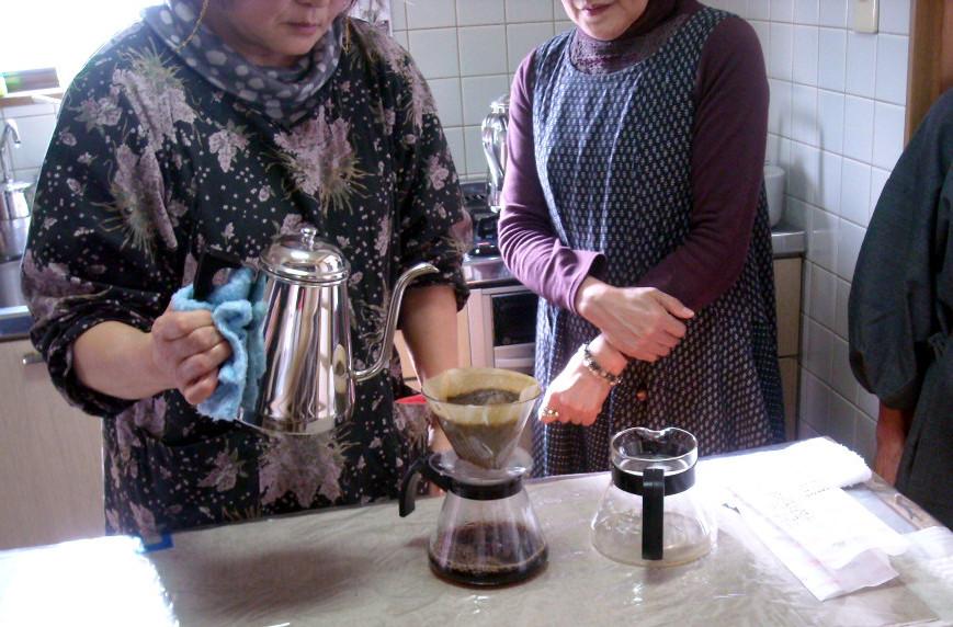 おまん小豆の茶屋『笑み』自慢のこだわりコーヒーを煎れています!