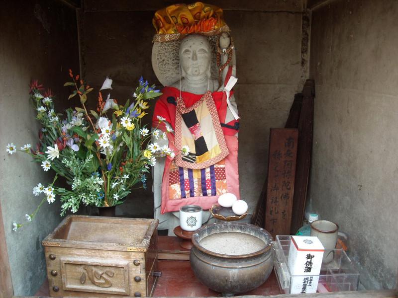 倶利迦羅不動寺境内の「おまん地蔵」
