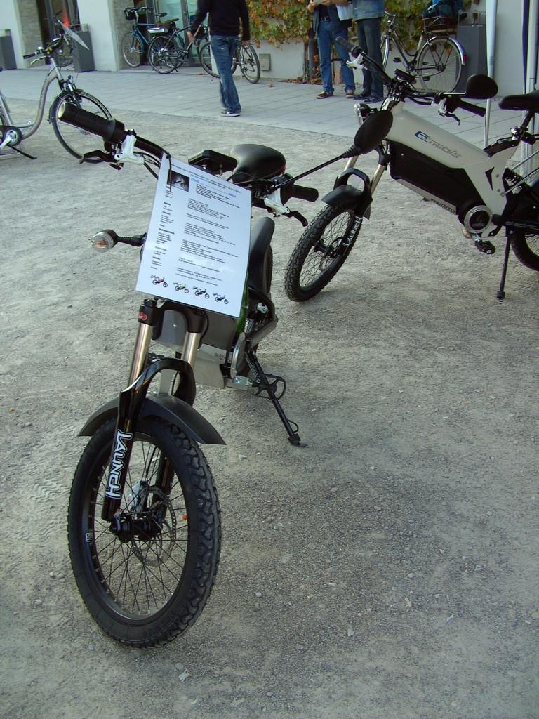 Elektro Moped in verschieden Farben