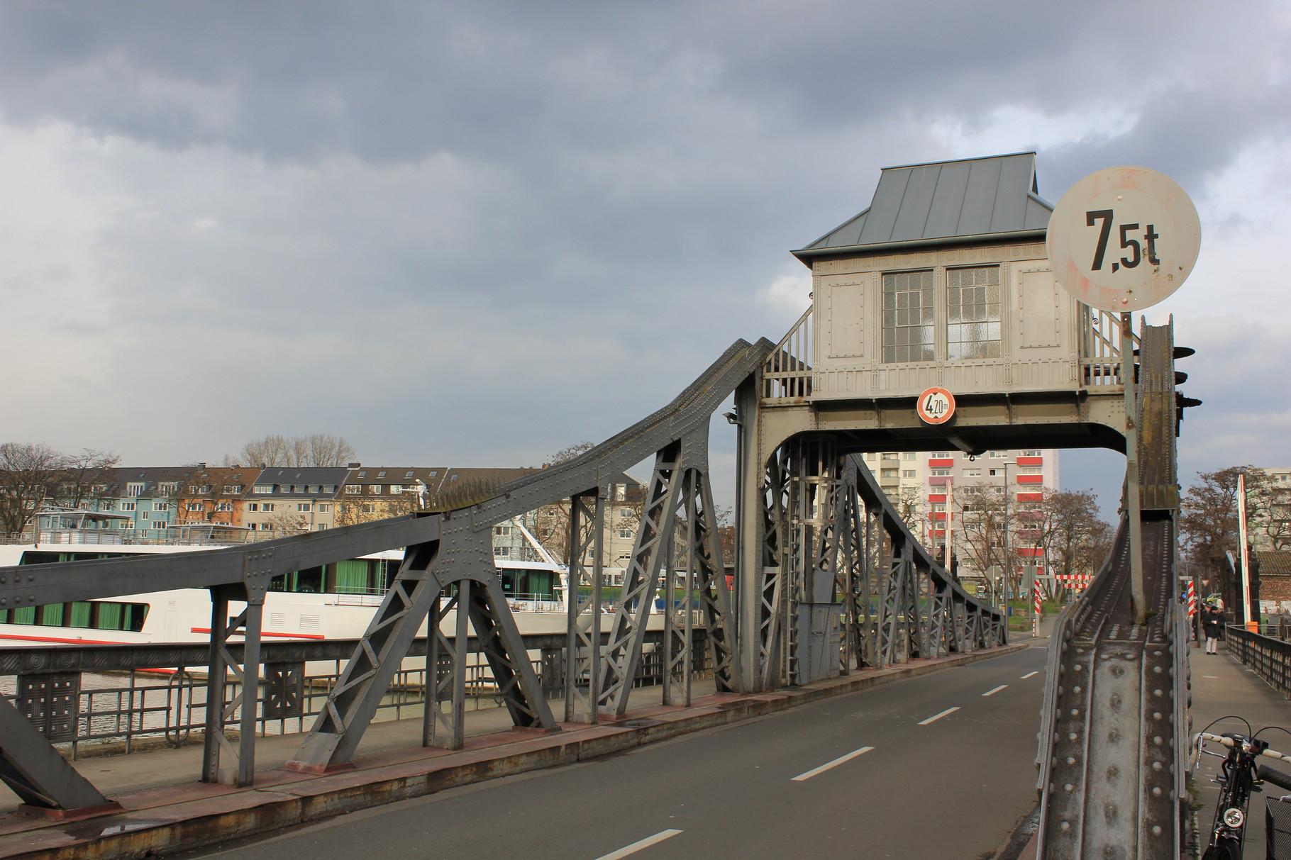 Drehbrücke in Jugendstil