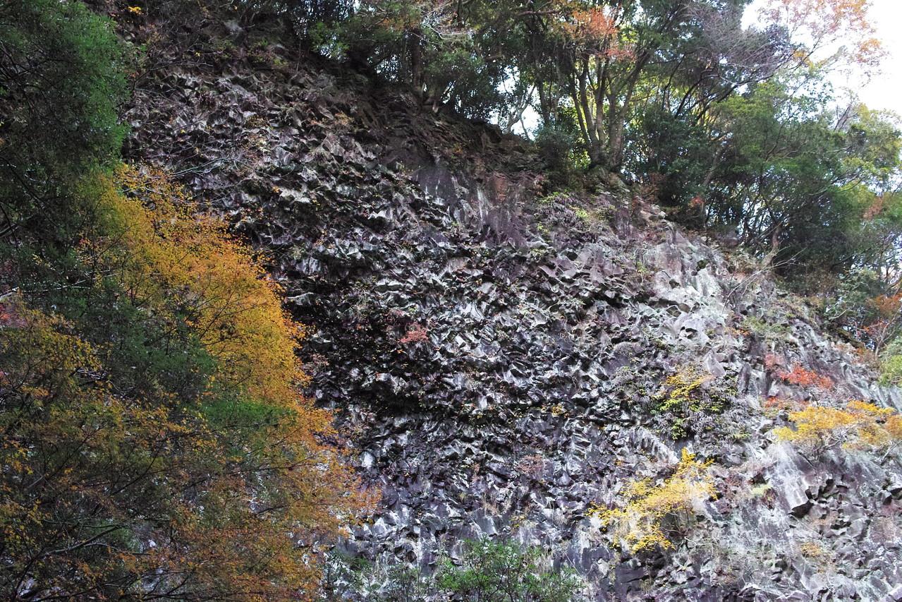 釜滝エリアにはこのような奇岩も