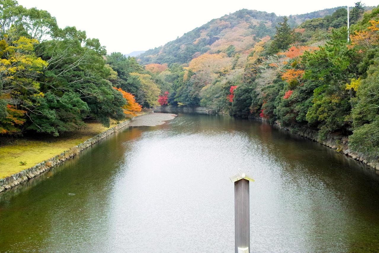 宇治橋から見た五十鈴川
