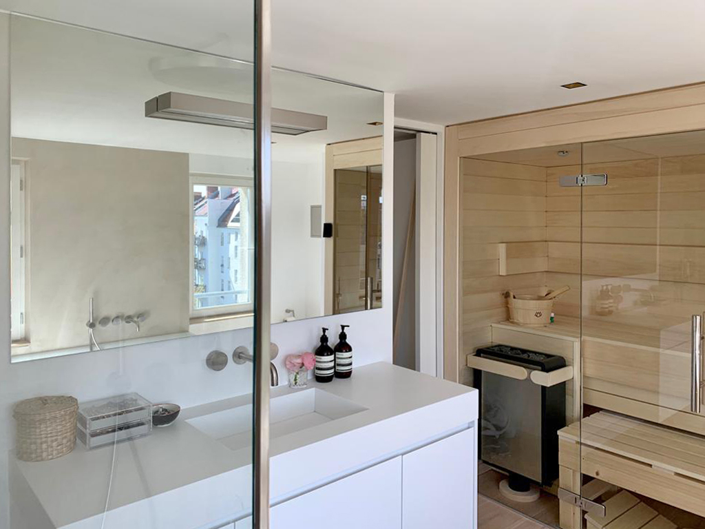 Waschtisch, Waschtischunterschrank und Armaturen