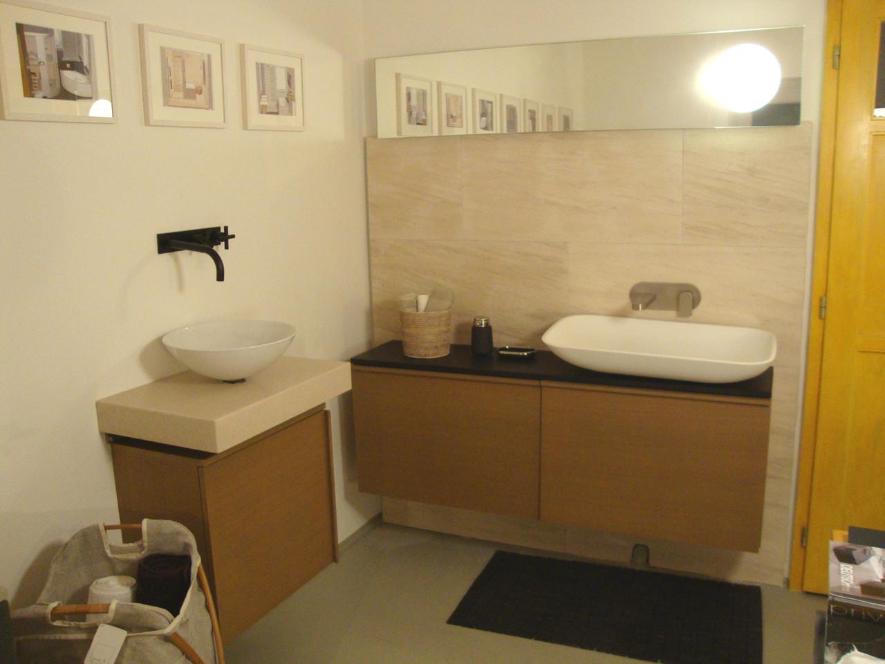 Der kleine Showroom zeigt einige Waschplatzlösungen.