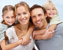 http://red-odontologica.orgfree.com/Familia-sonrisas.jpg