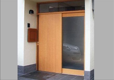 米松無垢板貼り戸とFIX玄関戸