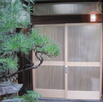 総檜の千本格子戸と筬欄間