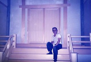 神社の現場にて前社長の写真
