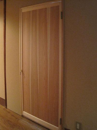 杉板貼り戸