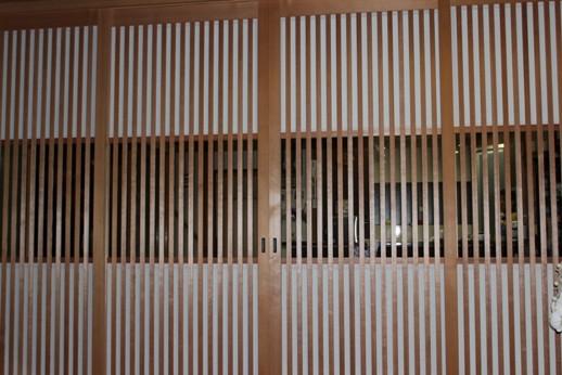 上下の小障子を入れた大阪格子の写真