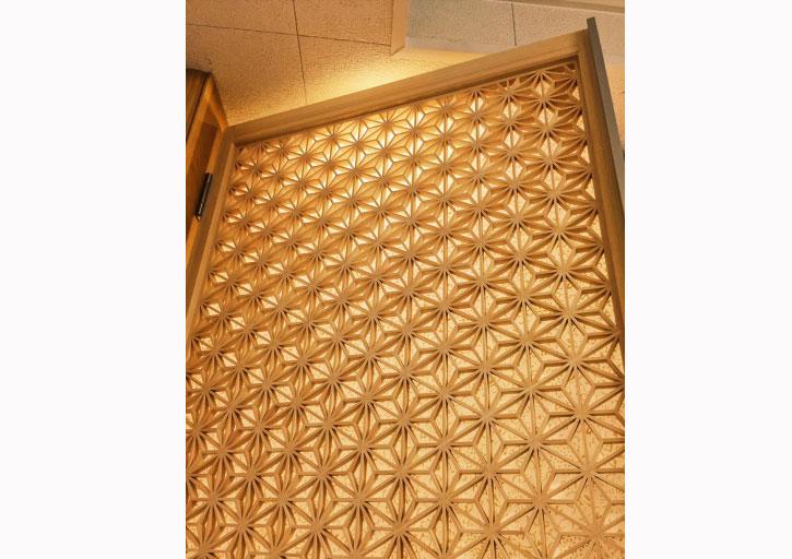 麻の葉組子細工の開き戸