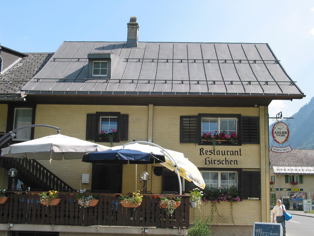 Fassade Restaurant Hirschen vorher, Linthal