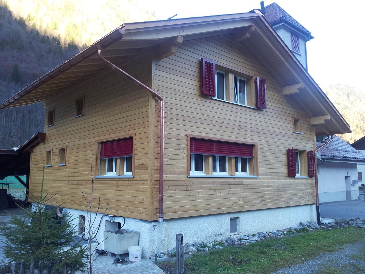 Fassade/neuer Dachstuhl/Fenster Einfamilienhaus neu, Linthal